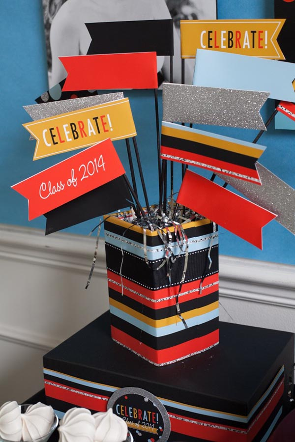 Awesome 2014 Graduation free printables to make this cool centerpiece