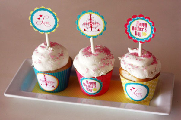 Darling Mother's Day printab;es to make cute cupcake toppers!