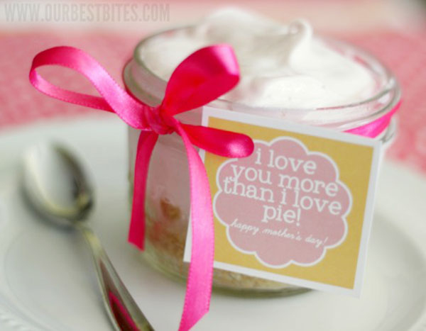 Free Little Pie Tags for a fabulous Mother's Day gift!