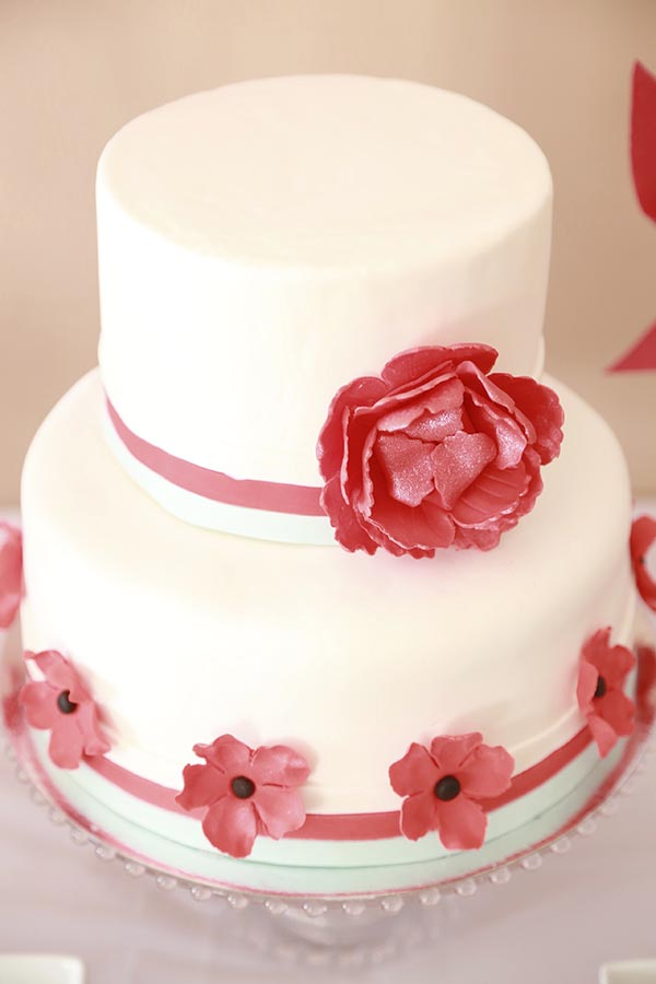 Love the ruffly flower on this baby shower cake