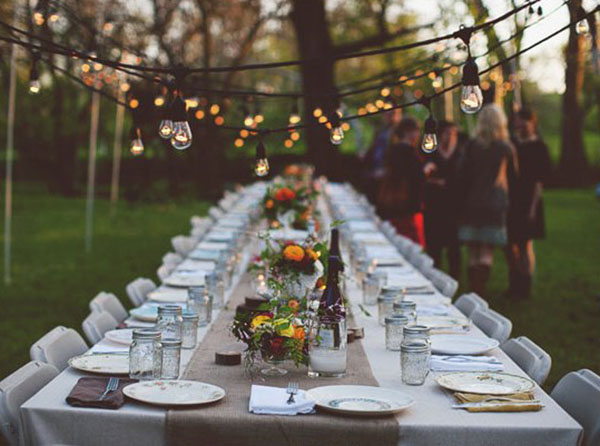 We heart outdoor dinner parties b lovely events for Outdoor dinner party decorating ideas