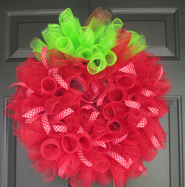 This Apple wreath is soo cute for back to school!