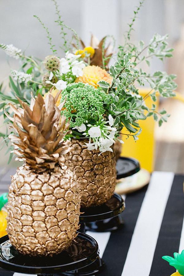 Lovely Gold Pineapple Decrotioans for A Pineapple Party!