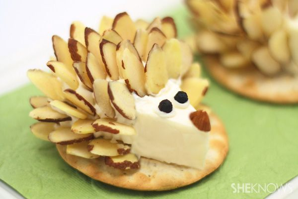 We love this litte hedgehog Cheese and cracker!