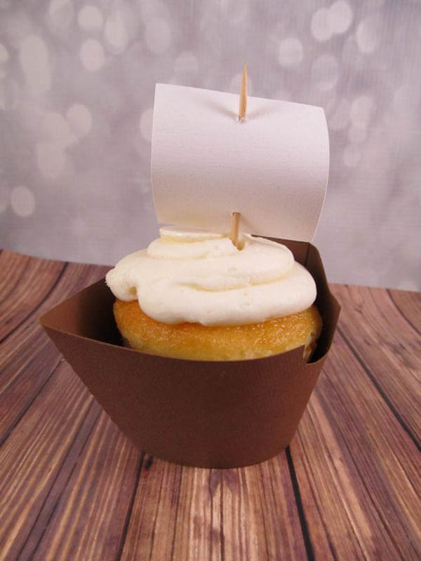Adorabe this sailboat cupcake wrapper for columbus day!