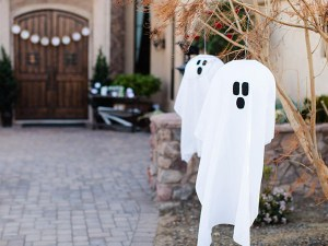 10 Fab Halloween Party Ghost Decorations!