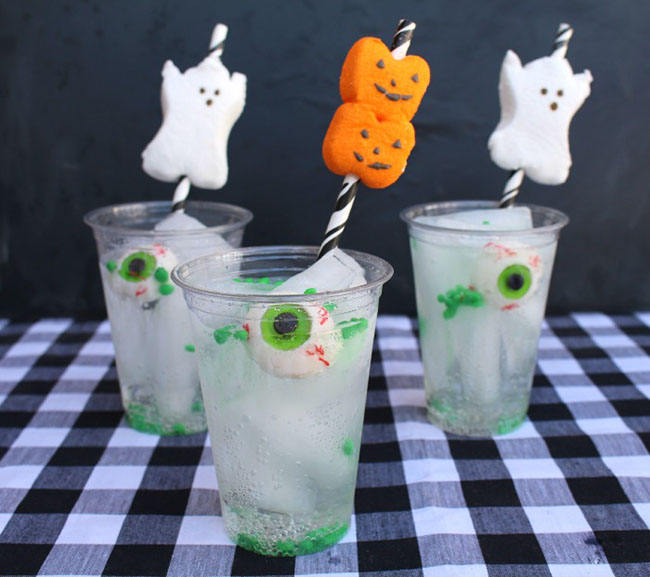 Fun Halloween Drinks With Ghosts and pumpkins!