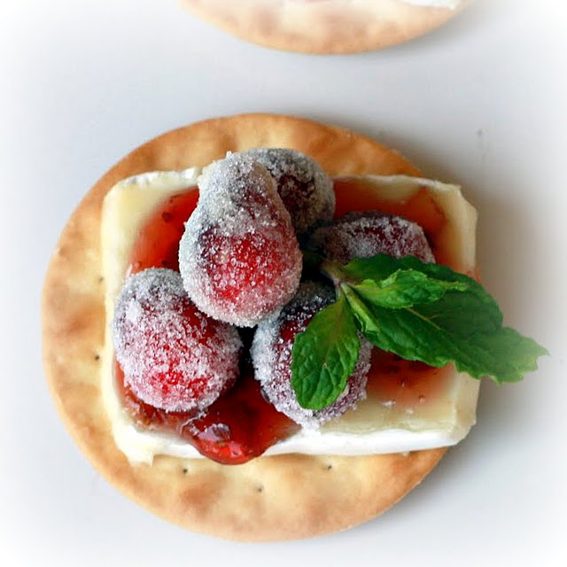 thanksgiving_sugared_cranberry_Brie_Bites_appetizer