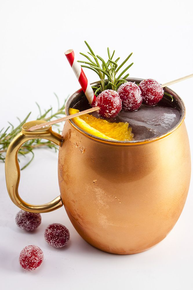 Christmas Drinks- Holiday Moscow mules- Yum!