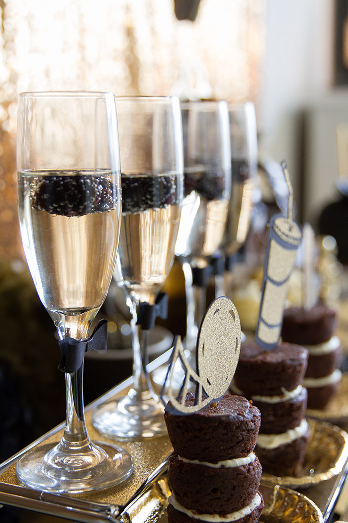Black and gold Oscar Party- Fills Of Tons Of lovely Ideas -See More Oscar Party Ideas On B. Lovely Events