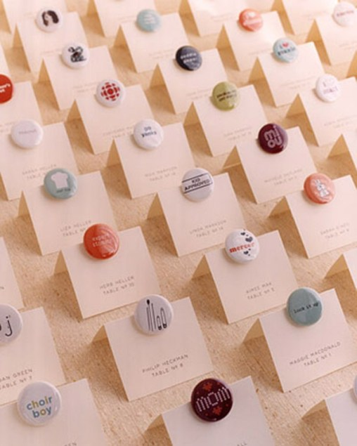 escort cards with buttons