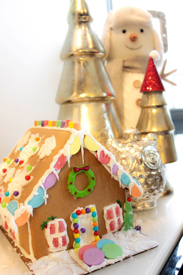 Gingerbread houses are the cutest Christmas Decor- See More Holiday Home tour on B. Lovely Events