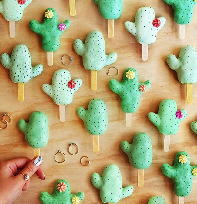 Cactus Cake Pops! SO Cute for Cinco De Mayo - See Lovely & Fun Cactus Ideas on B. Lovely Events