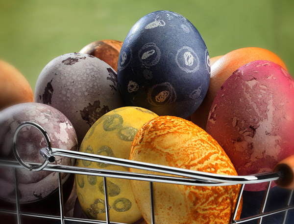 Love these cute natural dyed eggs- See more natural Easter Ideas on B. Lovely Events