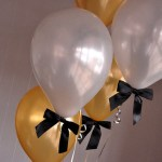 Love these Bows on these ribbons for a lovely gradution party look - See more graduation Party ideas on B. Lovely Events