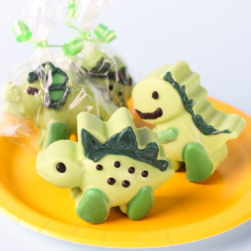Cant believe how cure these dinosaur chocolate covered oreos are!