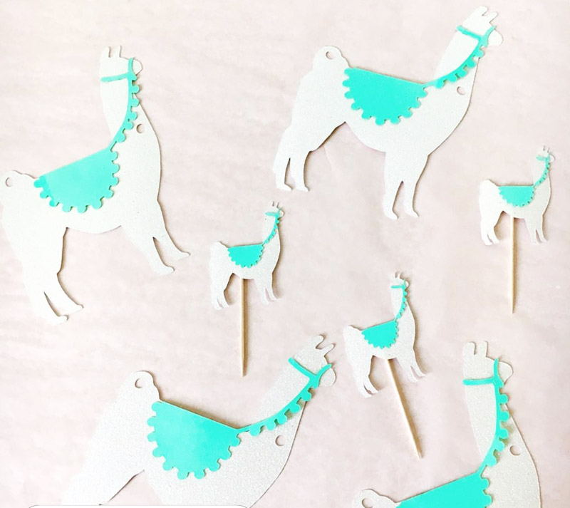 Love this llama party decor! - See more llama party love on B. Lovely Events