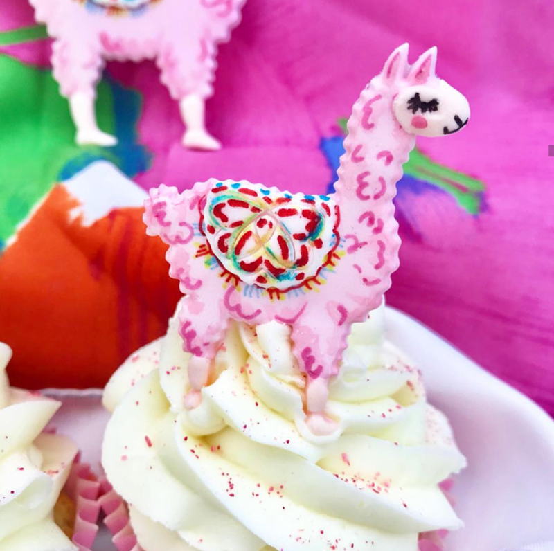 the cutest llama cupcake toppers! - See more llama party love on B. Lovely Events