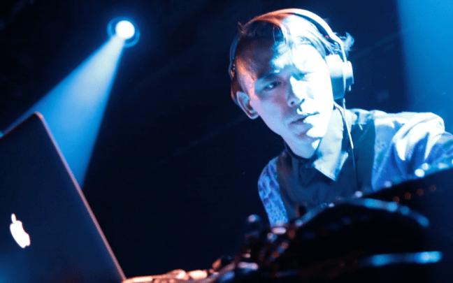 DJ Code將在Glastonbury音樂節中的The Blues舞台演出。