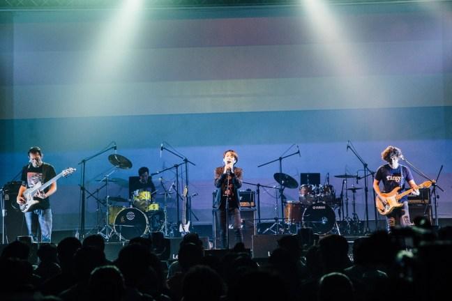 四分衛演唱歌曲《愛能夠》時,舞台上更是出現了彩虹畫面,展現出他們對於所有『愛』的支持與鼓勵