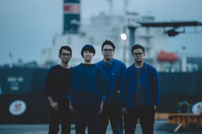 首場由台灣後搖樂團新星 「2HRs」 搶先登場開唱,於6月發行第二張專輯「永生獸」,以接電小提琴和合成器為主奏的新作品