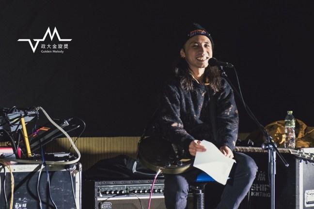 主唱兼吉他手陳荒。