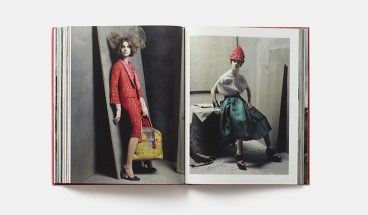 "Páginas interiores de ""Grace Coddington: The American Vogue Years""."