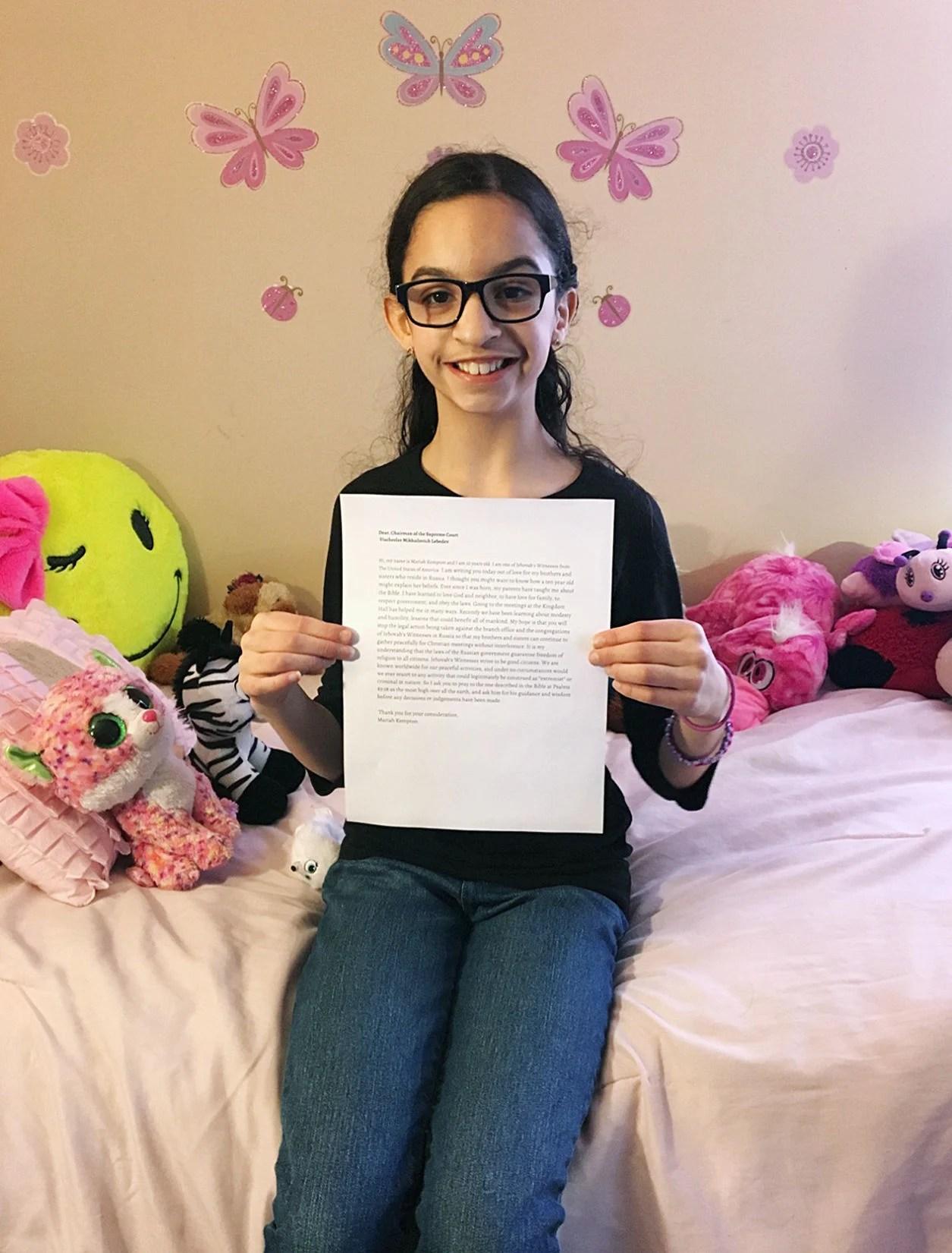 Mariah Kempton escreve uma carta para as autoridades russas, pedindo-lhes que não persigam as Testemunhas de Jeová.