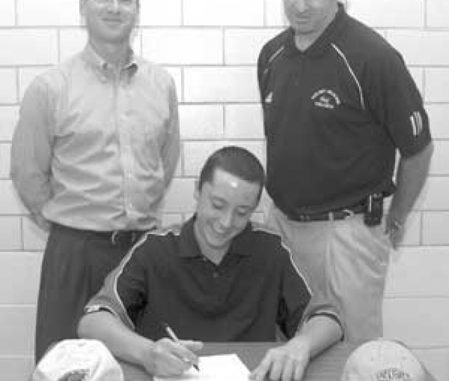 Hood Accepts College Golf Scholarshipbo Manor Senior To Play At Delawares Goldey Beacom