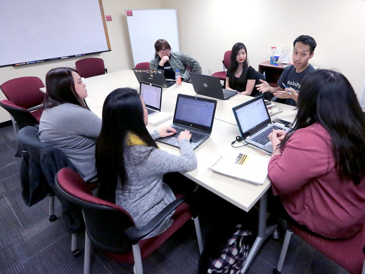 University of Wisconsin students push for program in Hmong ...