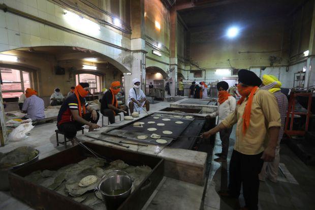 Sikh kitchens feed New Delhi's masses in virus lockdown   Covid-19 ...