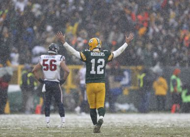 FUN IN THE SNOW: Packers hold off Texans, move back to .500 | Pro | lacrossetribune.com