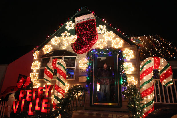Decorated Homes Inspire Holiday Cheer