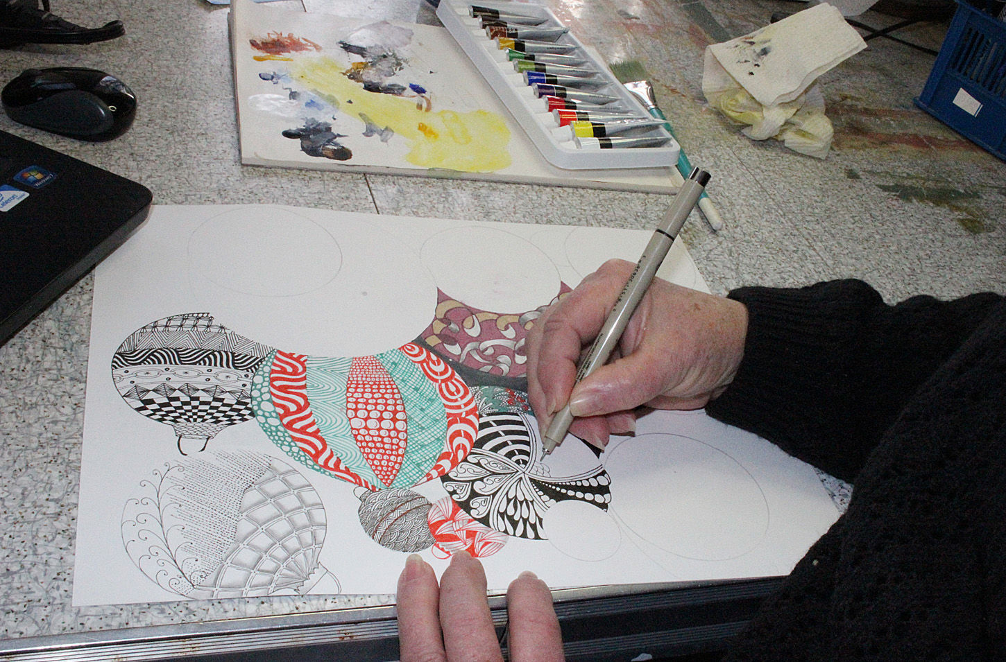 Becky Hedges demonstrates zentangle method