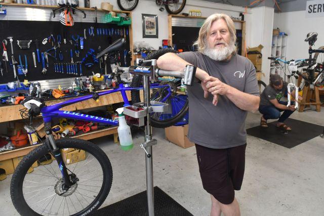 070721-qc-nws-bikeshortage-054