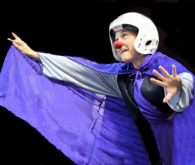 Aliens Crash Land A Spaceship In The Sonoran Desert In The Gonzo Hour By Physical Theater Performer Leora Sapon Shevin