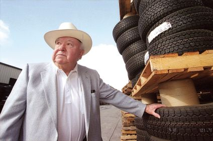 Central Oregon residents hope Les Schwab Tires to stay the same | Business  | bendbulletin.com