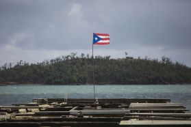 Cayo Santiago bandera de Puerto Rico