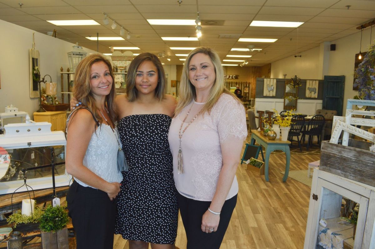 labelle cottage store opens to sell