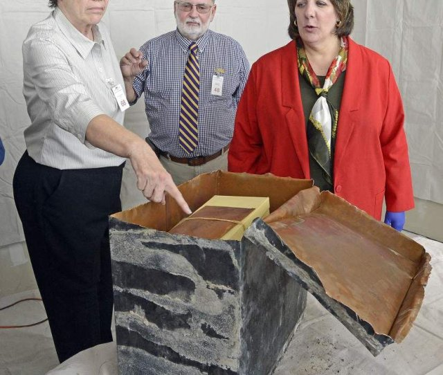 S Time Capsule In Former Baton Rouge Police Department Building Removed Cracked Open News Theadvocate Com
