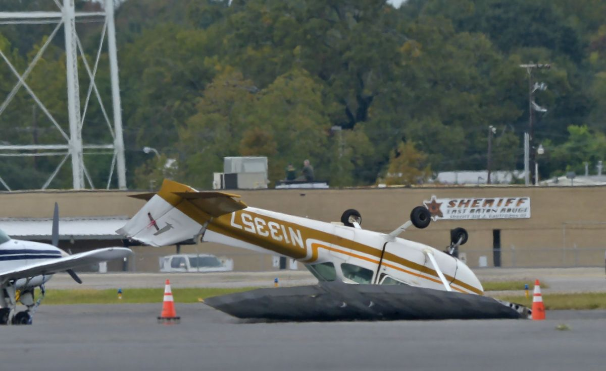 Watch full episodes, get behind the scenes, meet the cast, and much more. Photos Video Winds Flip Single Engine Planes At Baton Rouge Airport Weather Traffic Theadvocate Com
