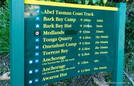 Panneau d'informations au Parc National Abel Tasman