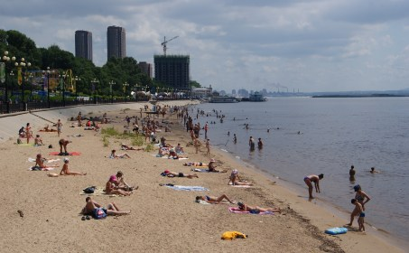 With temperatures above 30 degrees, the Amur river beach was popular, although some told us not to swim there due to a chemical leak at a Chinese factory some years back. Didn't seem to bother these guys, though.