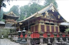 The shinto shrine Tosho-gu is soon turning 400 years old, so there was a lot of repair work going on...
