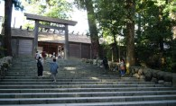 There it is, the Inner Shrine of Ise-jingu. We really tried to be impressed, but didn't quite succeed.