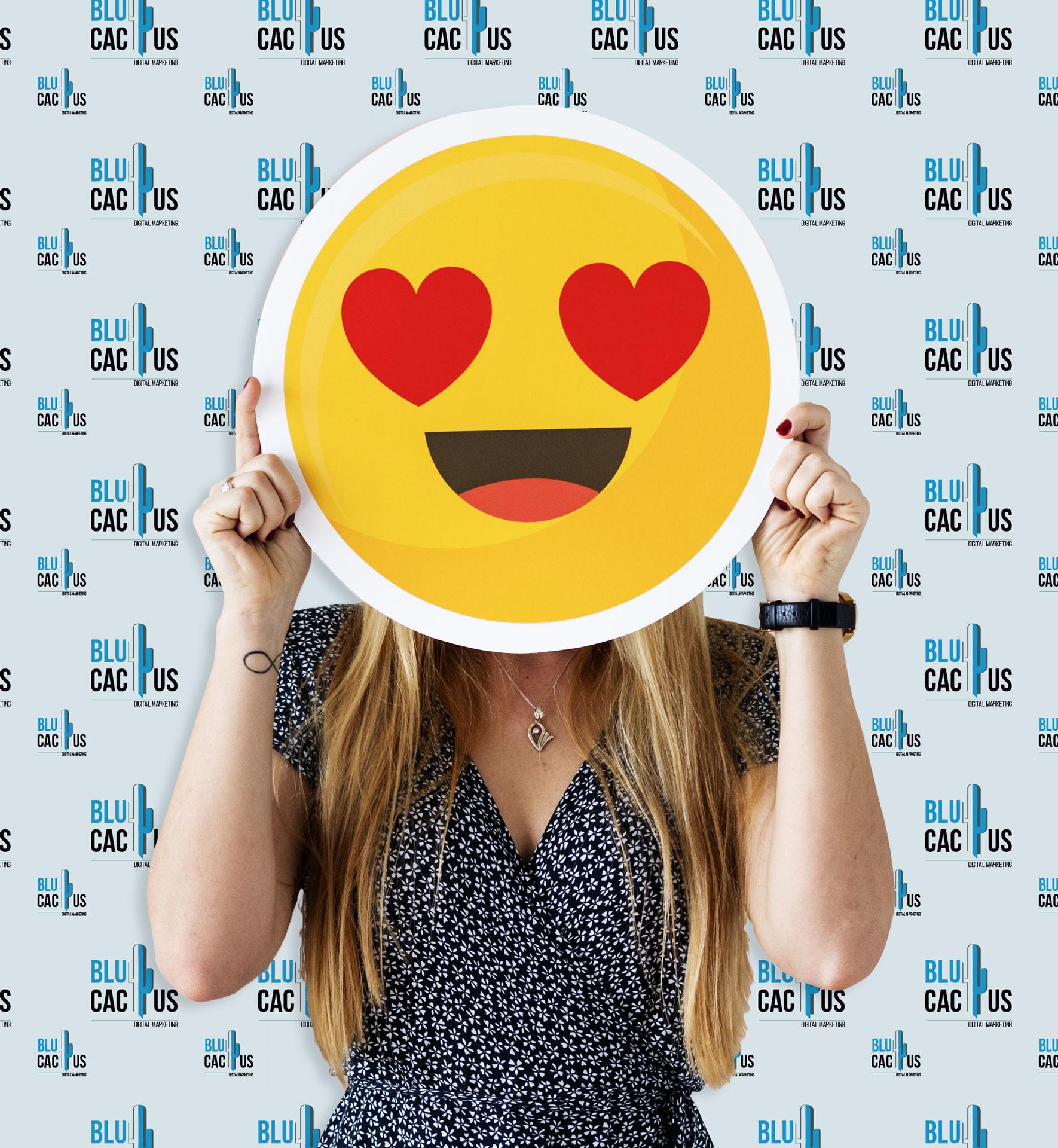 BluCactus La mejor Agencia de Community Manager y de Redes Sociales México Mujer con smiley