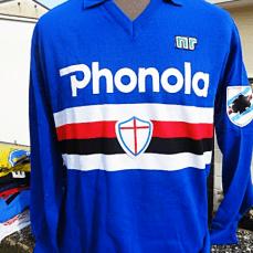 Dal 1982 al 1988 lo sponsor della Sampdoria è stata la Phonola, marchio italiano dell'elettronica di consumo, in particolare nel settore degli apparecchi radio-televisivi.