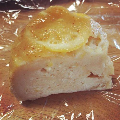 【Instagram】昨日のレモンスフレの一晩おいた姿。いまは、スフレよりケーキっぽい笑