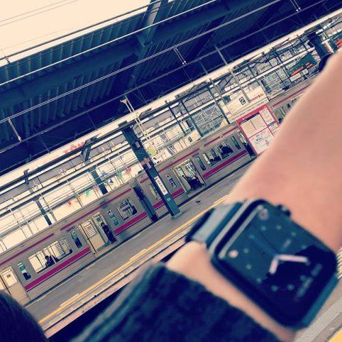 この時間にこの駅に居たらちょっと良くないのに最近よくいます。よく、遅刻しないな....