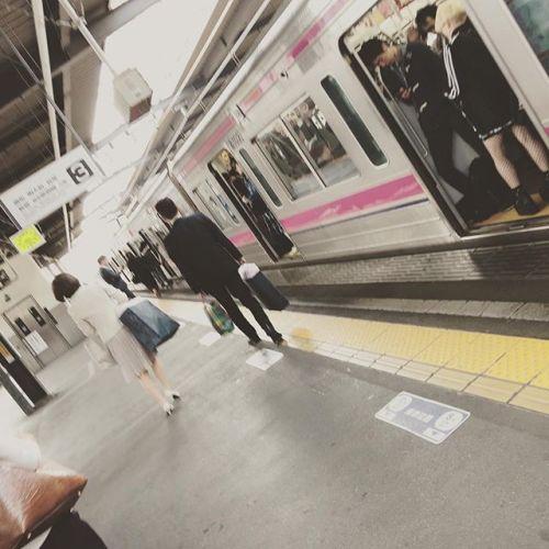 今朝の風景。寝坊して自転車で行けませんでした....そして、男性に電車でタックルされた(・ω・`)悲しいし朝からちょっと嫌な気分...